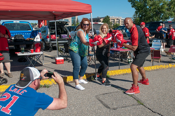 20160729_FANS_TAILGATING_STA0009EB