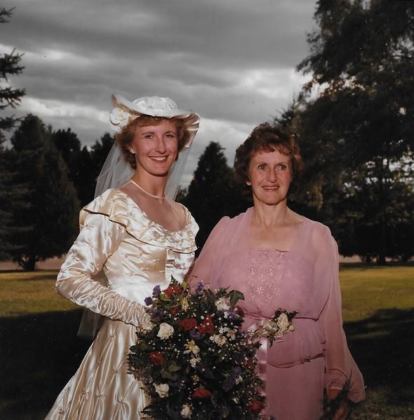 12 Wedding mom