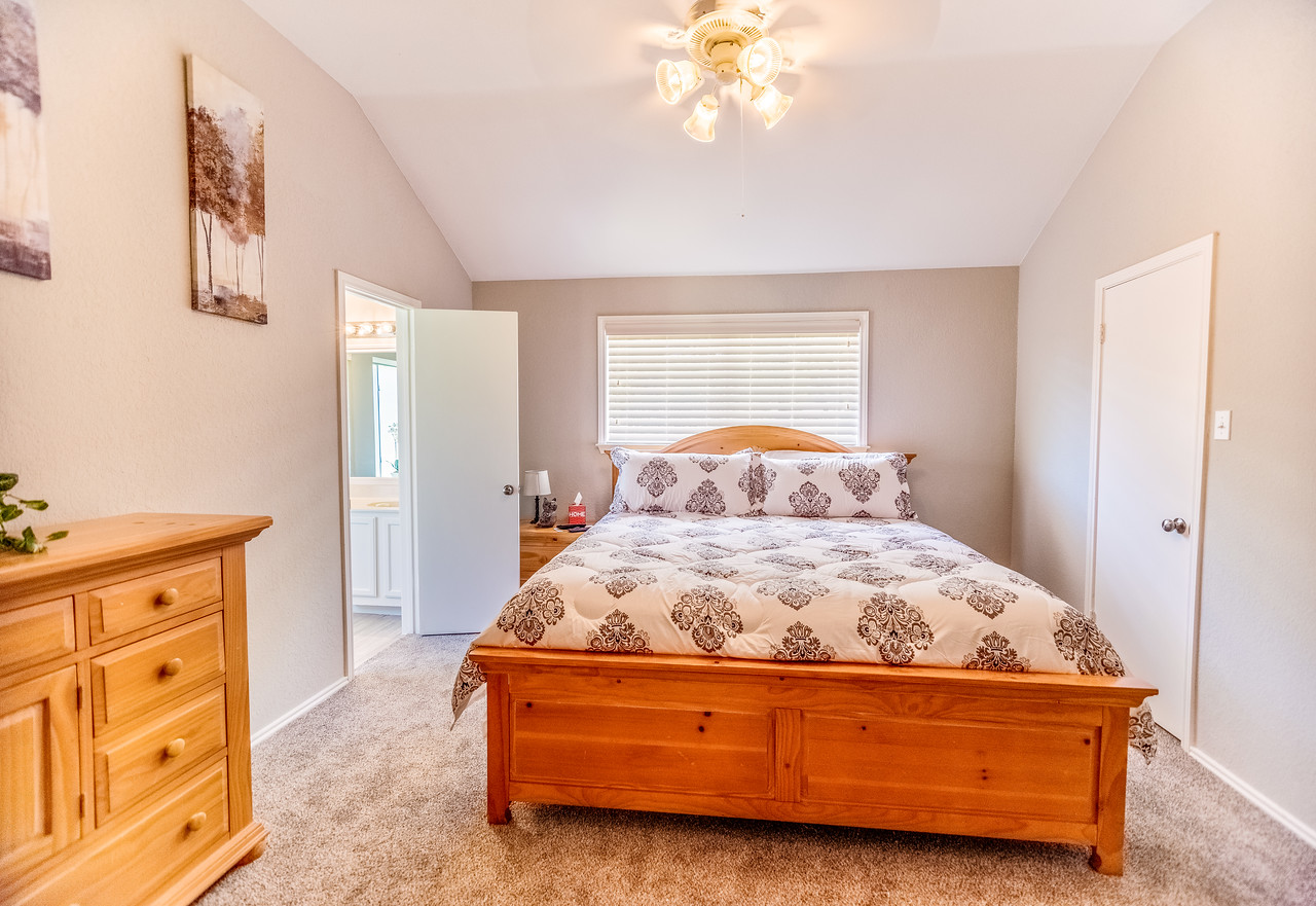 Master Bedroom w/King Sized bed.