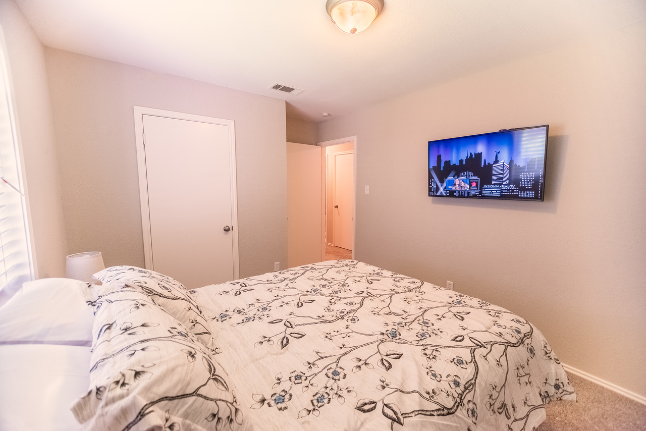 Bedroom complete with a Smart TV w/Roku and a Queen sized Bed.
