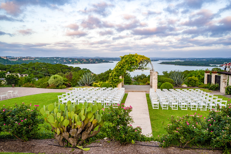 Noon wedding at Vintage Villas on Lake Travis.