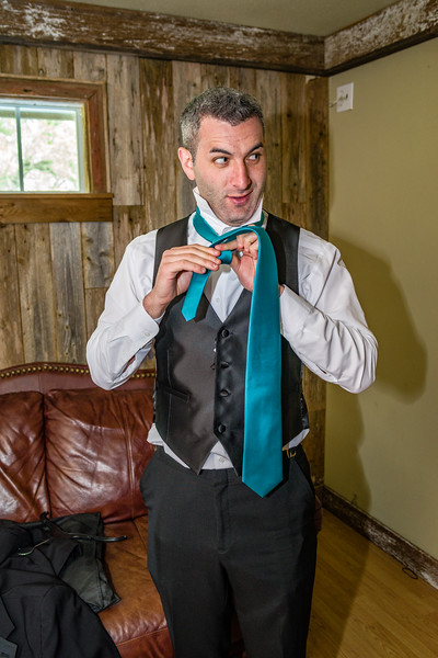 Best man plays a trick on the groom by pretending he has the wrong colored tie.