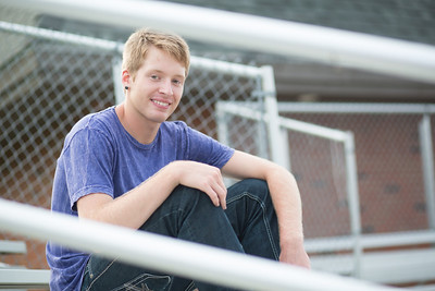 senior_portraits_minneapolis_centennial_high_school_lead_image_photographer_tyler_l-358