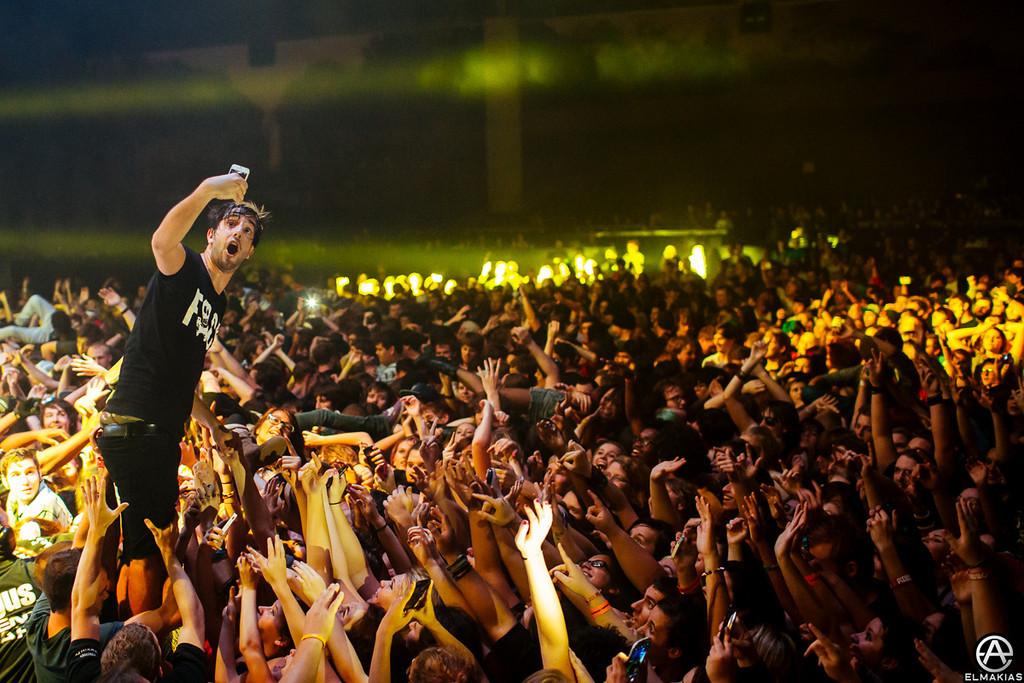 Jack Barakat of All Time Low, taking a selfie