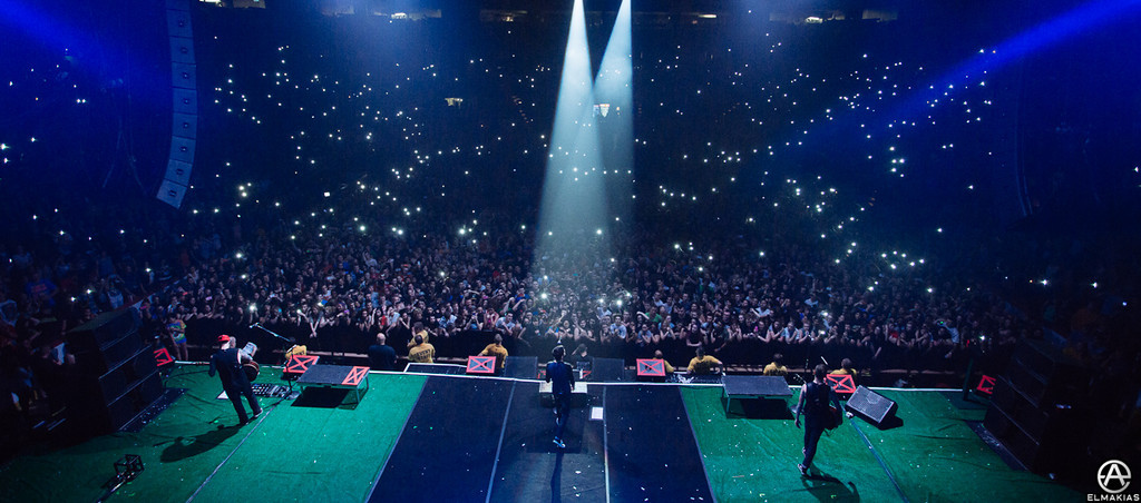 Cell phones, cell phones, everywhere- The House Party Tour