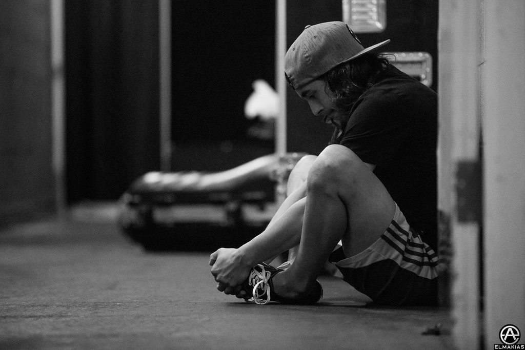 Vic Fuentes stretching