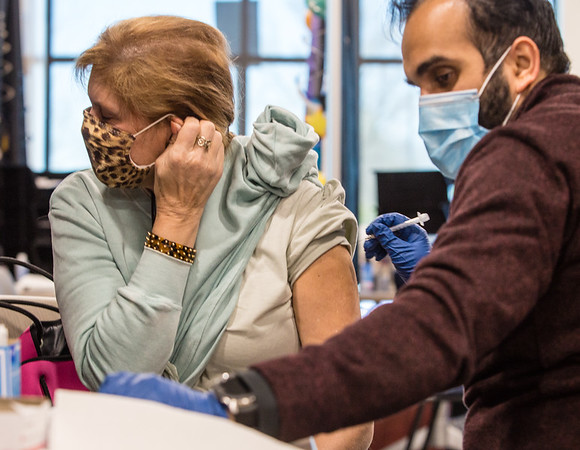 Oconee County teachers and public school staff get covid vaccine