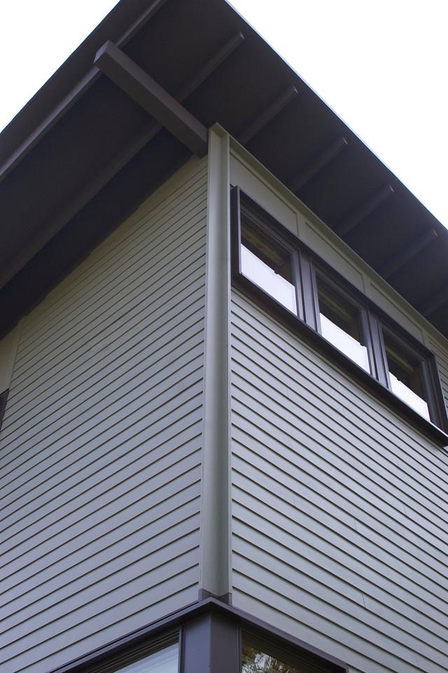 Left corner, upper floor