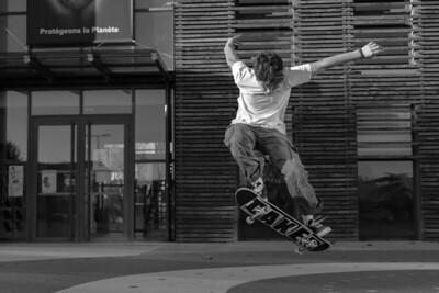 Tom skating 32