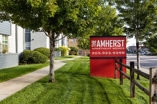 BLDG-Amherst-Frontsign-4722