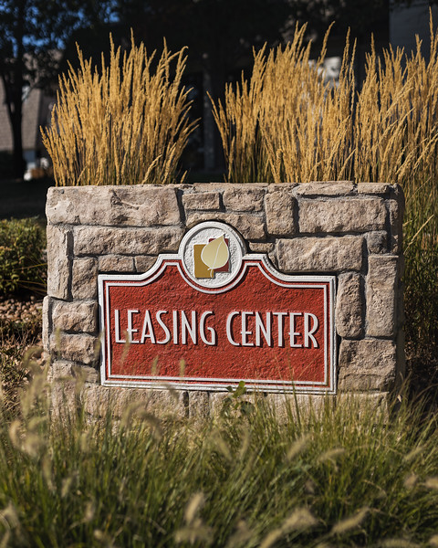 BLDG-AspenPark-LeasingOffice-Sign-7501