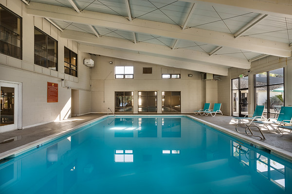 BLDG-AspenPark-Pool-7530