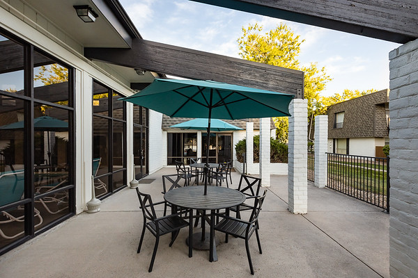 BLDG-AspenPark-Patio-8221