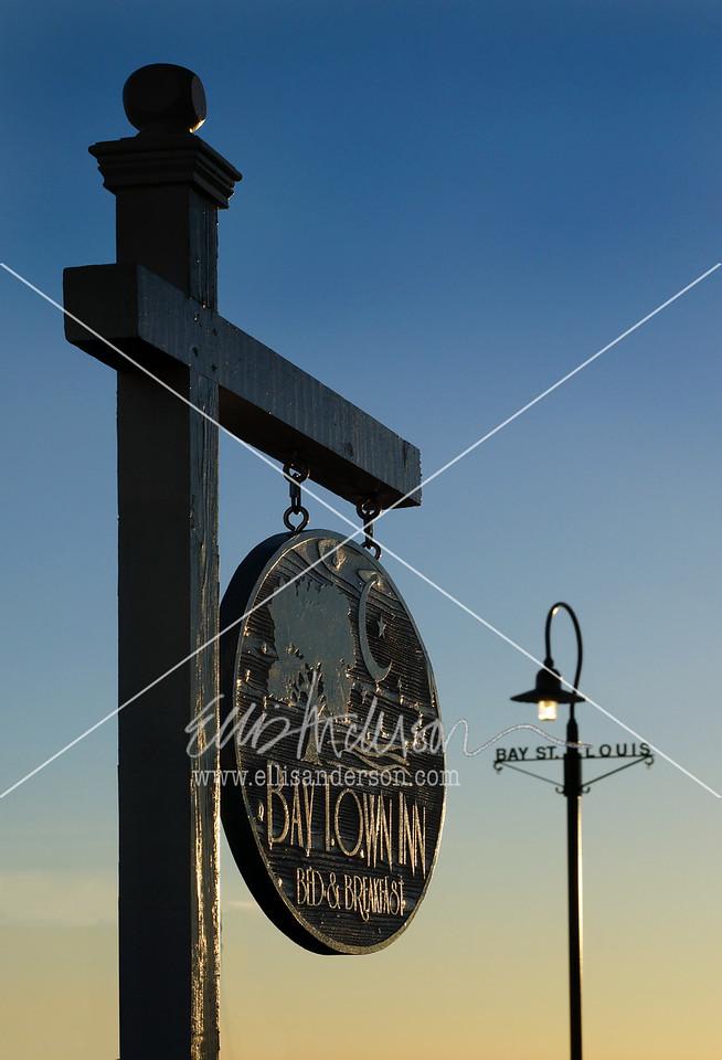 Bay Town Inn sign 3374