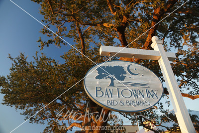 Bay Town Inn sign 3359
