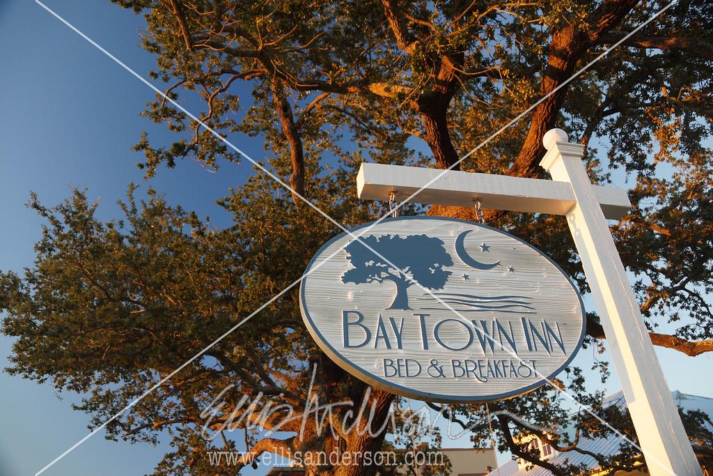 Bay Town Inn sign 3359