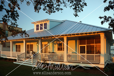 Bay Town Inn Christmas dawn 3348