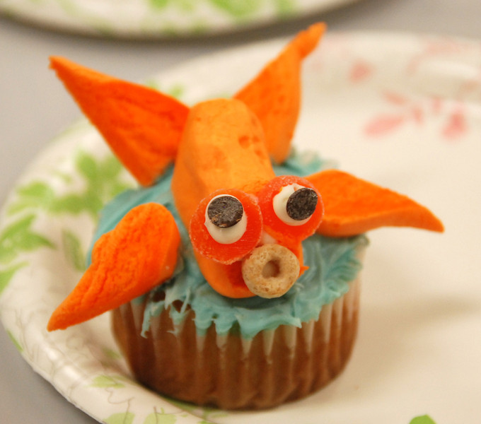Goldfish cupcake.