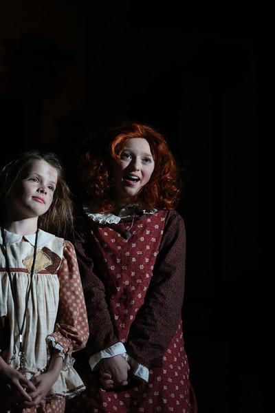 Annie Cast A 2013