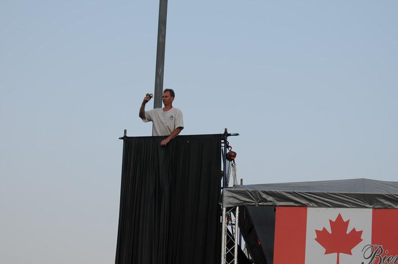 Rudy taking picture! Da plane, boss, da plane!