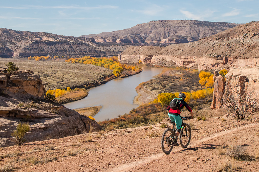 IMAGE: https://photos.smugmug.com/Clients/Chasing-Epic-Last-2018-Trip-to-Fruita-Oct-18/i-qtstQ7f/0/f91dfac5/XL/FruitaFall18-23-XL.jpg