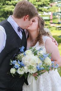 BrideNGroomKiss