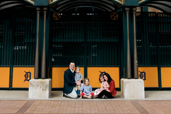 downtown-detroit-family-session-intrigue-photography-2-cropped