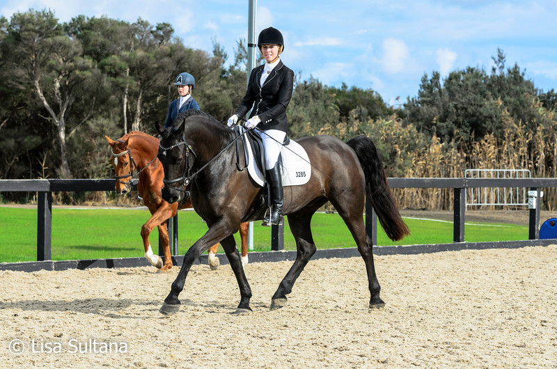 Meagan-lee Black riding Gandaway