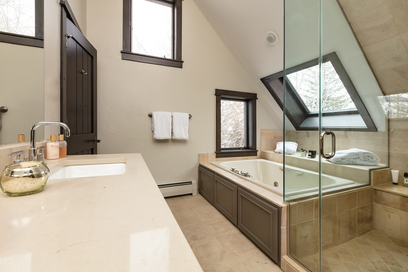 BeaverCreek-Residence-FairviewRetreat-MasterBathroom-0303