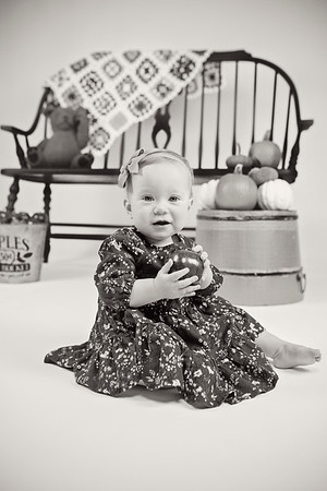 2018 Oct Hallie Neathery 1 Year Old Smash Cake-232 BW