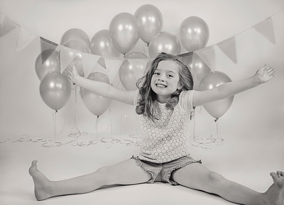 2018 Oct Madeline 6 Years Old Ballons -520 BW