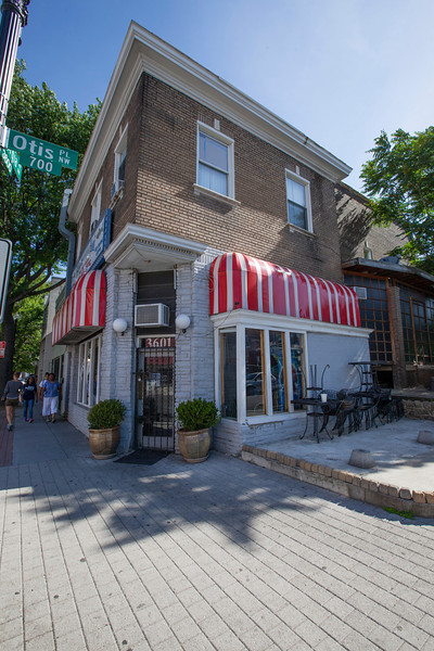 The Society's Urban Photography Series includes guided photo tours of neighborhoods in each of the District's eight wards. The tour of Park View (Ward 1) was led by Kent Boese. <br /> <br /> PICTURED: Fish in the Hood, 3601 Georgia Avenue NW.<br /> <br /> Shot 6/22/2013. Credit: Anne McDonough, © Historical Society of Washington, D.C.