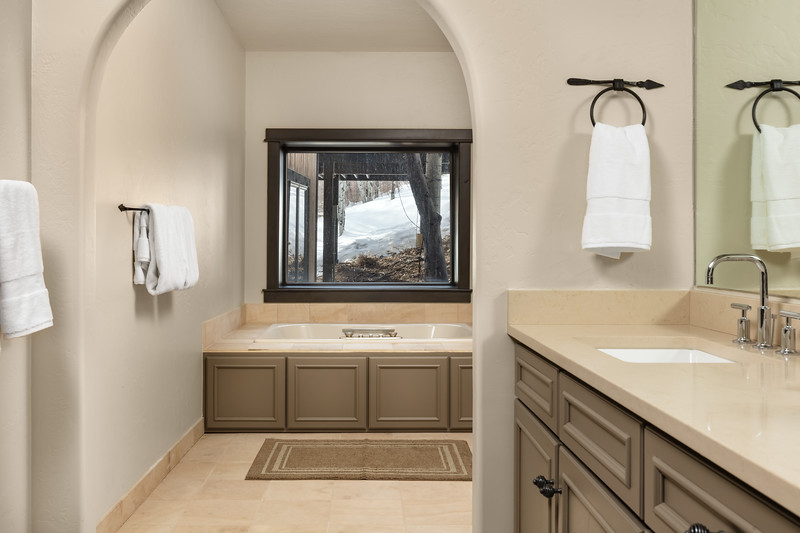 BeaverCreek-Residence-FairviewRetreat-SecondBathoom-0097