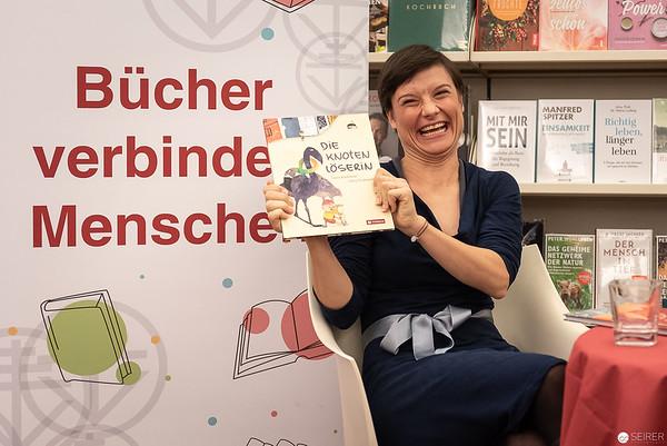 "CD-Präsentation ""Stephansdom-Sagen"" mit Lena Raubaum und Konstantin Reymaier, Tyrolia Buchhandling am Stephansdom"