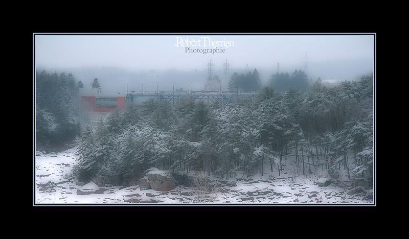 Centrale  Hydro Québec à Shawinigan par un matin de verglas