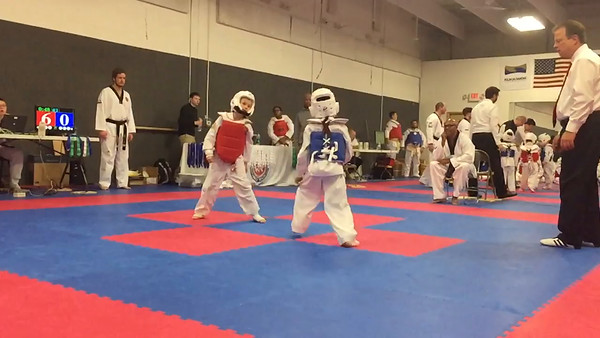 Eden Sparring Round 1 Slow 3 Kicks