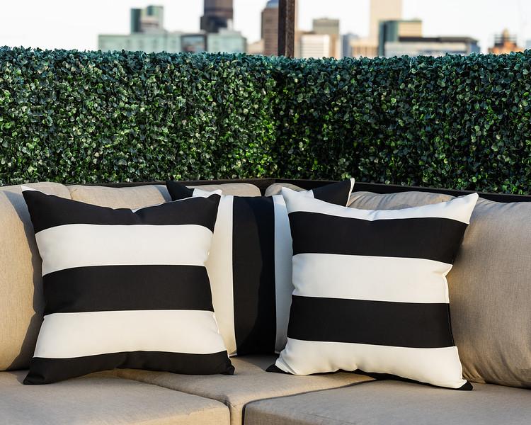 KimLorenzenDesign-Rooftop_Patio-Corner_Pillows-1771