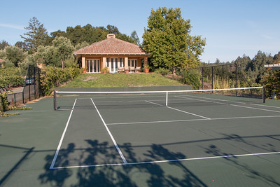 Tennis court right outside!