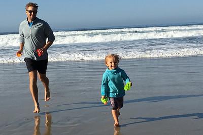 Nick and Gabriella love the beach i7033