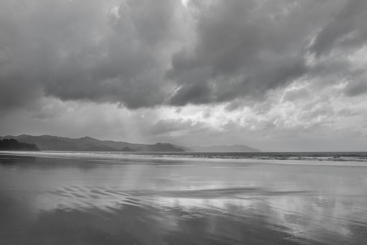 Matarangi Beach black & white 5863bw