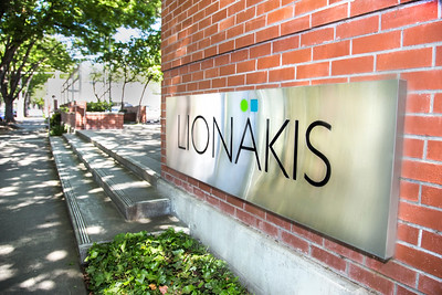 Lionakis1472_Sign