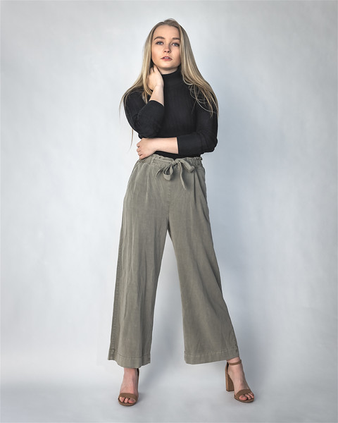 19 12 04_LizFashion-GrayPants-2902