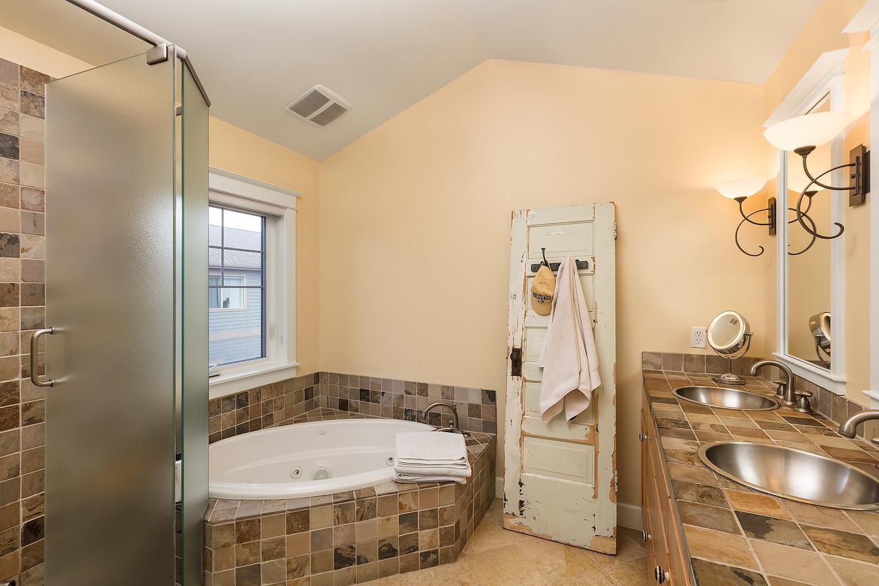McCarthy_House-Master_Bathroom-0756-web