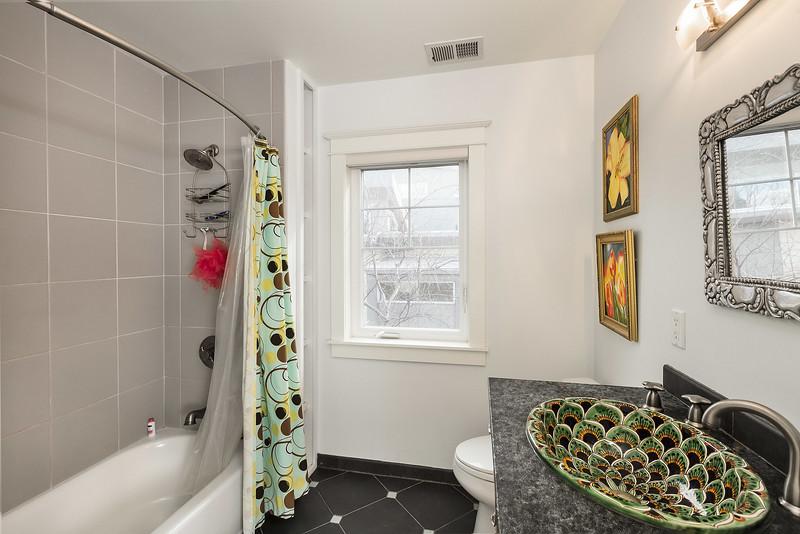 McCarthy_House-Bathroom2_0660-web