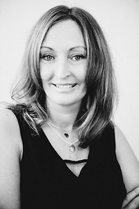 iNNOVATIONphotography-headshots-portrait-photographer-Swansea-Wendy-Williams-851534