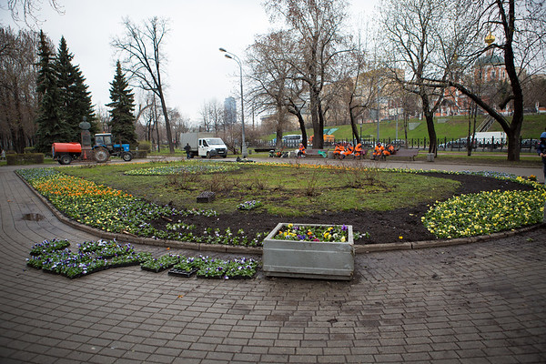 When I arrived, spring had just begun with buds just starting to appear on the trees. in preparation for the main Russian national holiday on May 9, what looks like millions of flowers were planted throughout the cities parks and gardens.