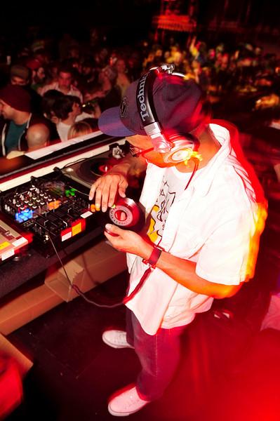 J.Rocc<br /> Stones Throw 45 Live :: Austin, TX<br /> <br /> SXSW Stones Throw showcase featuring Madlib, Peanut Butter Wolf, J.Rocc, DJ Rhettmatic, Dam-Funk, Amir & 14kt.