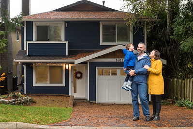 Nov 18th, 2017 - The Beal family enjoying some family time in their new home, which was still under contstruction. Family photography by Scott Brammer Photography