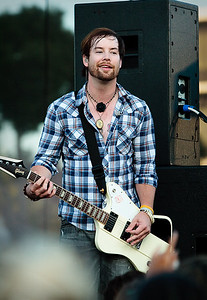 "American Idol Season 7 winner, David Cook, playing at the ""Taste of Newport"" in 2009."