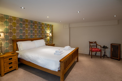 23-iNNOVATIONphotography-property-photographer-Swansea-Home-Whisperers-White-House-Hotel-
